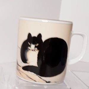 The Seated Cat Cup by Chu Ling Gold Trim OS